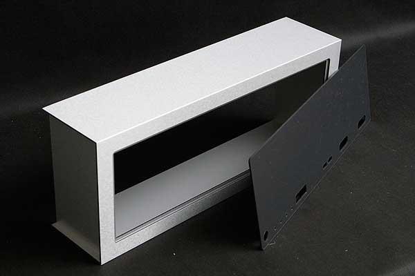 Obudowa klimatyzatora wyprodukowana na wymiar z warstwowej płyty aluminiowej