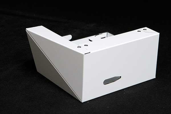 Narożny panel elewacyjny wykonany z płyty warstwowej. Frezowanie i obróbka płyt elewacyjnych