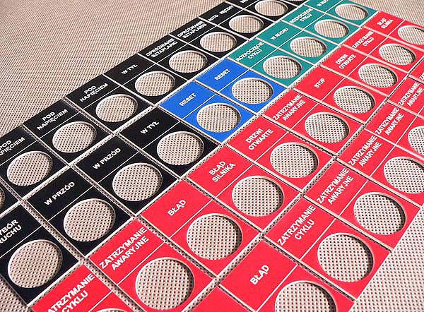 Kolorowe tabliczki opisowe do kontrolek