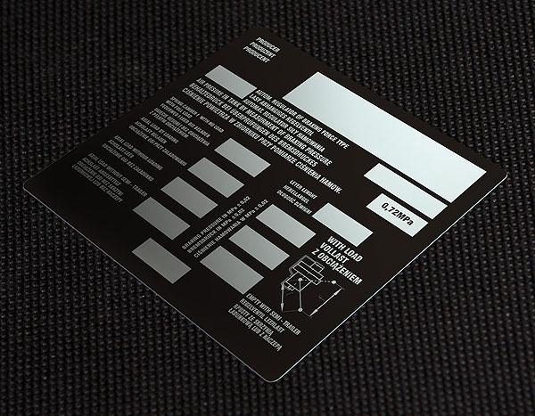Metalowa tabliczka znamionowa do automatycznego regulatora siły hamowania. Rozmiar 15 x 15 cm. Grubość 0,5 mm